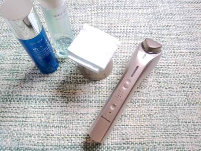 美顔器と化粧品とコットン