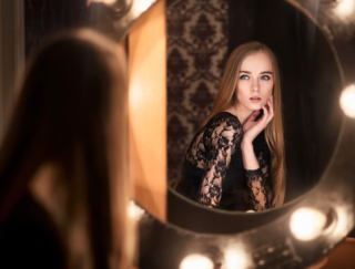 【40代お悩み】大人の「美しさ」はどこを目指すべき? 結局、若く見える人が評価されるの?