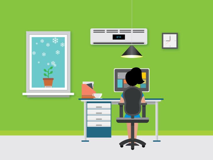 パソコン作業をする女性のイラスト