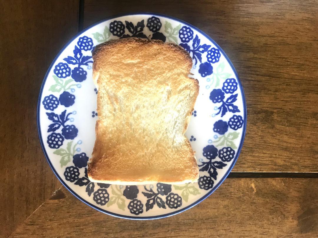 トーストした鉄食パン