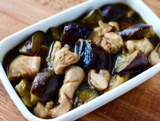 じゅわ〜っとうま味たっぷり! フライパンひとつでできる 「鶏肉となすのうま煮」 #今日の作り置き