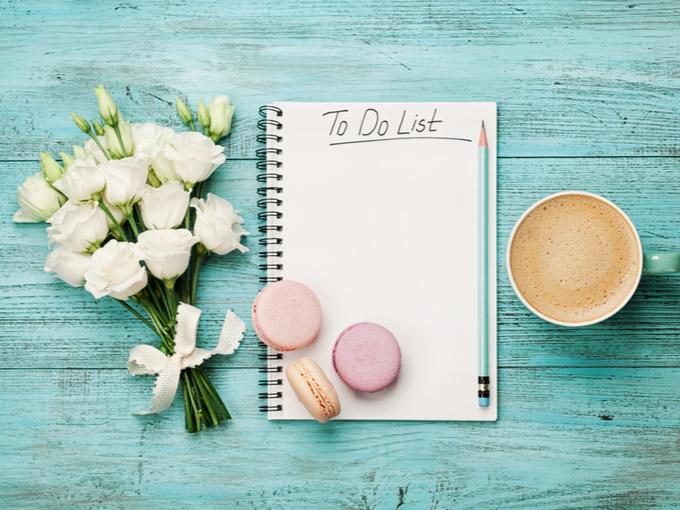 1日のやることを記入するノートと鉛筆