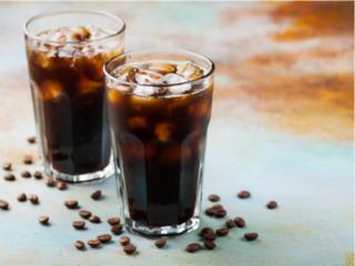 コーヒー豆とアイスコーヒー