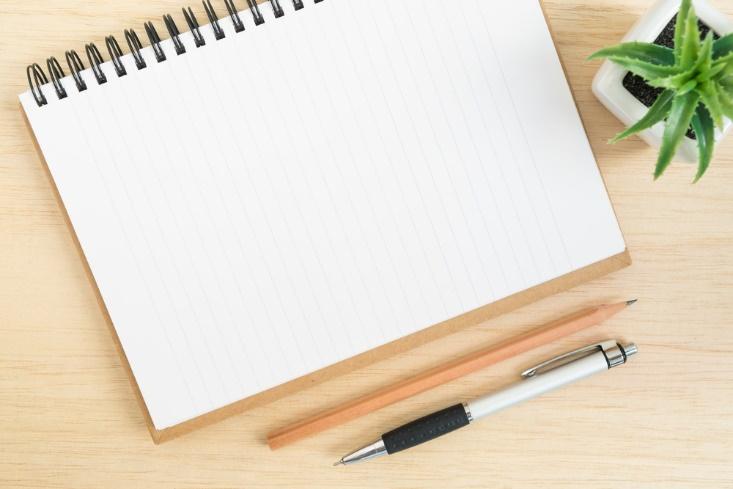 ノート、鉛筆などが映った画像
