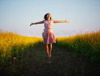 幸福を感じるとお腹の病気を寄せつけない!? その秘密はホルモンにあり