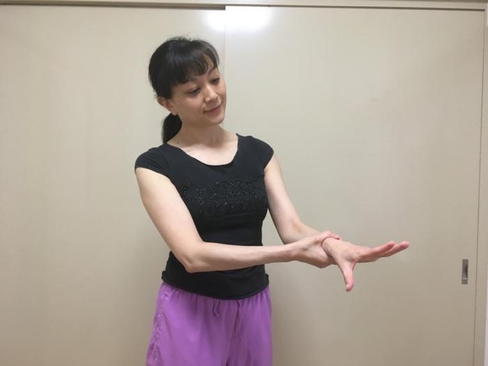 パンパンなむくみを解消! バレエダンサーが教える、手首すっきりエクササイズ