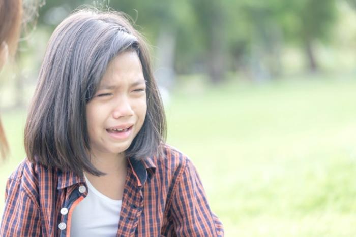 泣いている子どもの画像