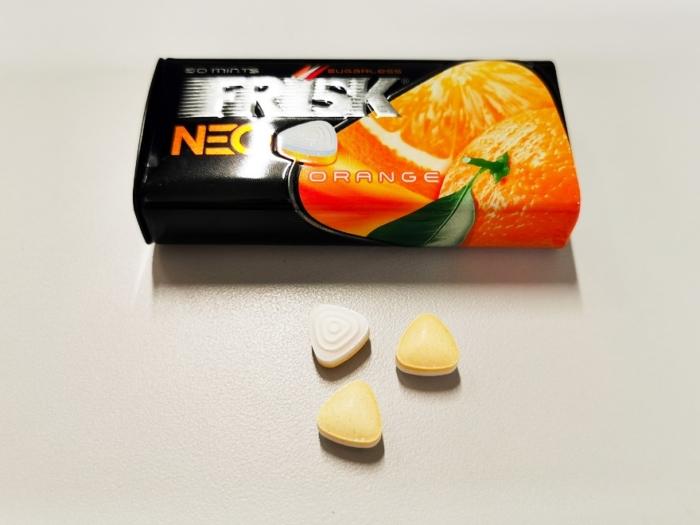 「フリスク ネオ オレンジ」(クラシエフーズ)