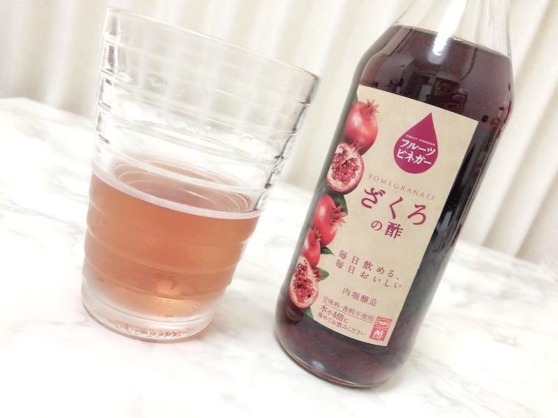 内堀醸造 フルーツビネガー ざくろの酢をグラスに注いだ画像