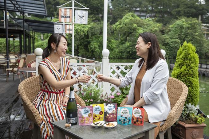 酒好きオトナ女子が伝授する、家飲み時間を極上かつヘルシーに楽しむ方法とは?