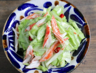 キャベツで腸活! 胃の健康にも役立つデリ風レシピ「キャベツとカニカマのごま油マリネ」