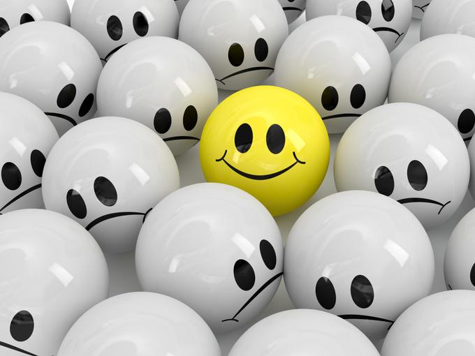 笑顔が描かれたボールとおとなしい表情が描かれたボール