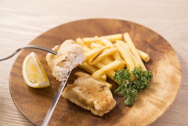 フィッシュ&チップス 白身魚とポテトのフライ