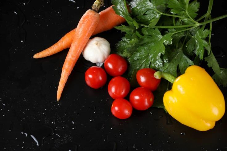 パプリカ、にんじんなどカラフル野菜