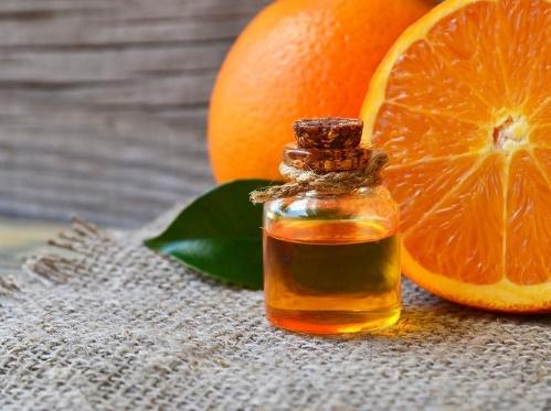 オレンジと精油