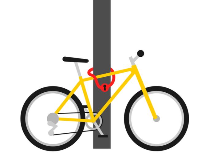 電柱につないだ自転車