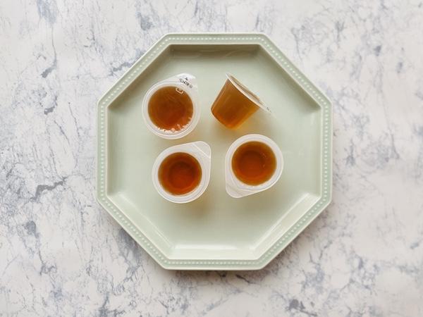 レモンゼリー(右2個)とライムゼリー(左2個)