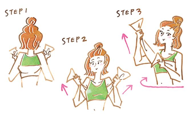タオルを使ってわきの下のリンパや肩甲骨まわりの褐色脂肪細胞を刺激する女性