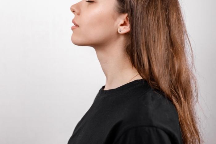 白髪やうねりは何が原因? オトナの女性が輝き続ける若見えヘアの作り方