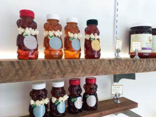 ハワイの大自然が生んだ、香り豊か&くまのボトルがキュートなマノアハニーが大人気!