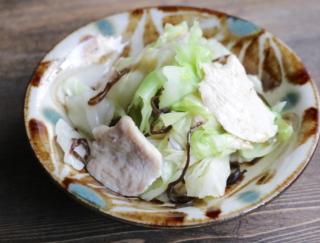 キャベツで腸活! 高たんぱく質な食材を足して秋バテ防止「鶏むね肉とキャベツのごま油温野菜」