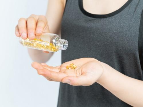疲労回復に効果的なサプリメントって? 覚えておきたい成分は「クエン酸」「グルタミン」