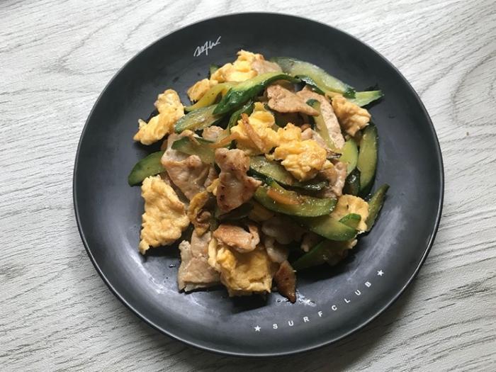 フワフワ卵とシャキシャキきゅうりでご飯が進む! 「しょうが香るきゅうりと豚肉の卵炒め」#今日の作り置き