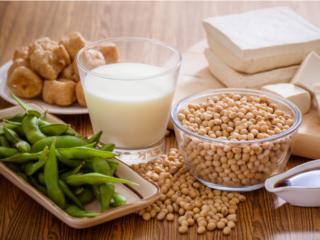 大豆や豆腐などたんぱく質を含む食品