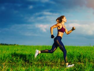 女性ランナーが気をつけたい「疲労骨折」のリスク。骨折しやすい人の特徴は?