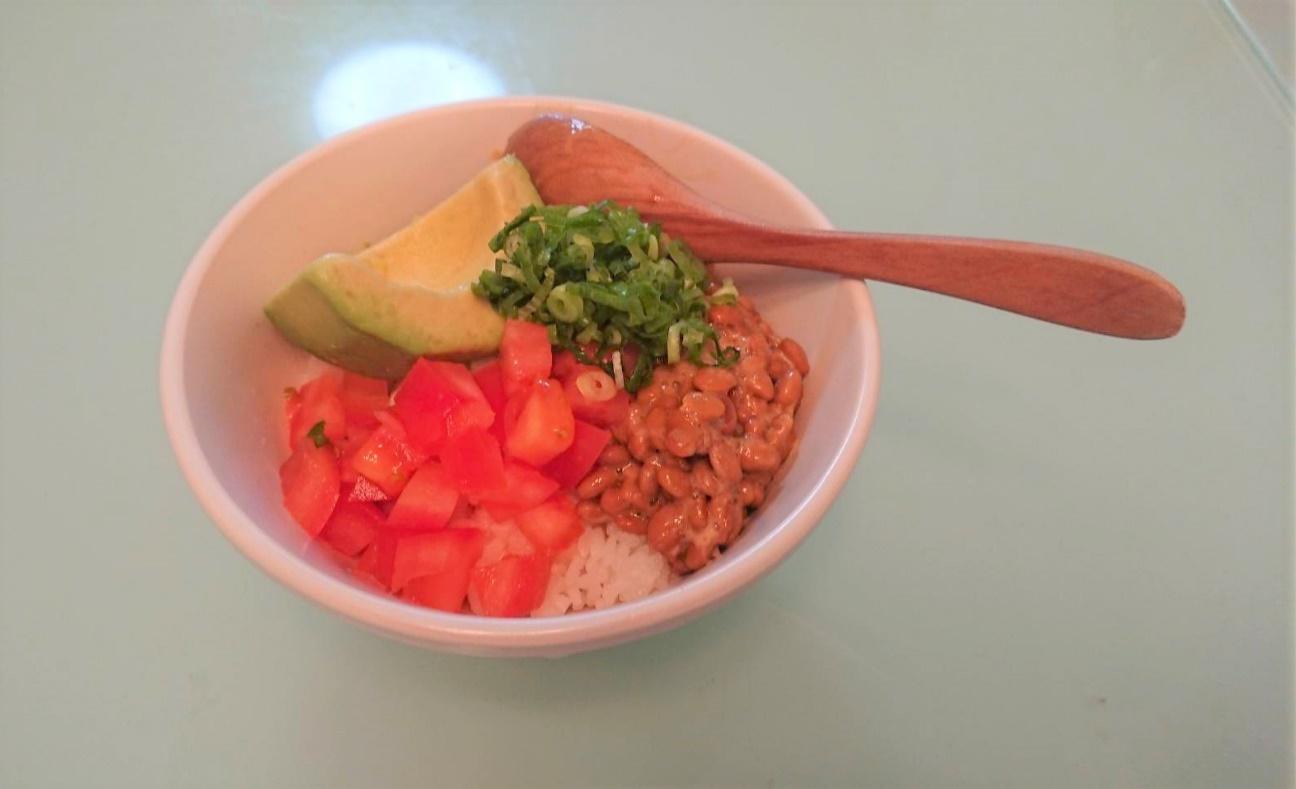 菜食(トマト、アボカドなど)の画像