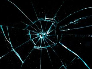 ひびが入ったガラス