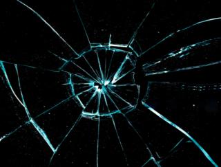 オシャレだけど使用に注意! 海外研究が報告「ガラステーブル」に潜む大ケガの危険性