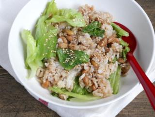 納豆で腸活! 便秘や下痢などの不調を改善「納豆とレタスのレンチンおかか炒飯風」