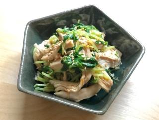 レンジでささっとヘルシーおつまみ♪「鶏むね肉と豆苗のピリ辛和え」#今日の作り置き