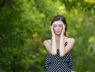 なかなか改善しない「片頭痛」を軽減!? 科学的検証で効果が示された方法とは?