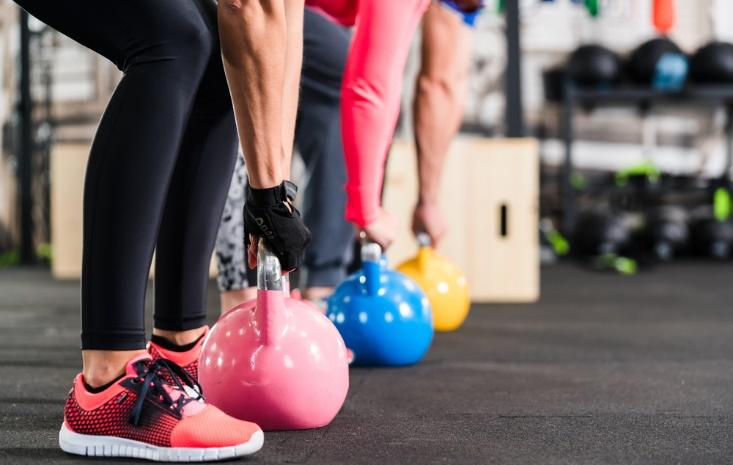 重りを持ち上げるトレーニング