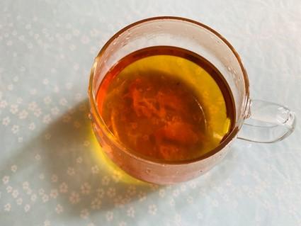 ローズジャムを入れた紅茶