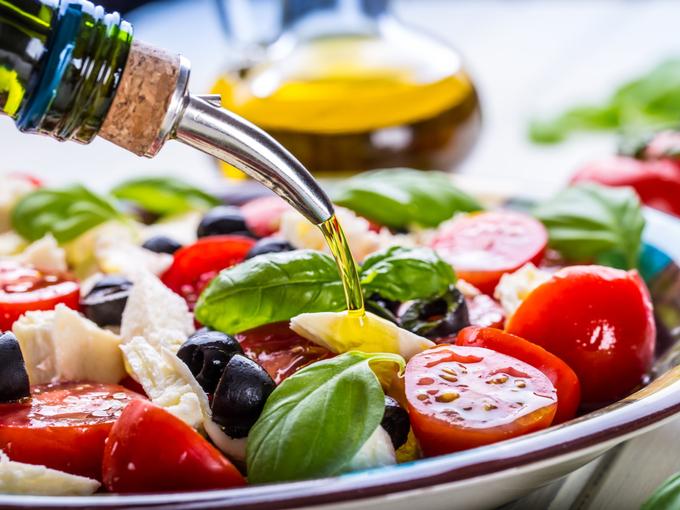 オリーブオイルをふんだんに使った地中海食のサラダ