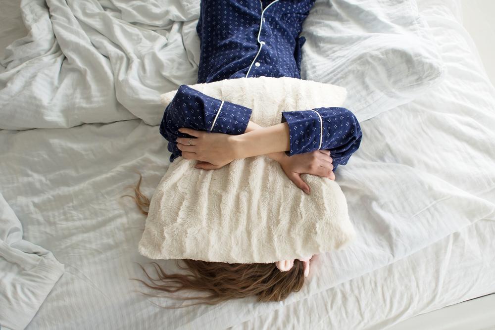 寝不足の女性の画像
