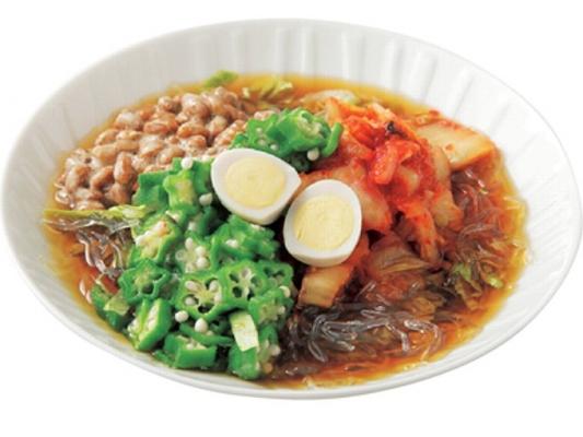 刻み納豆とトマト、オクラ、キムチのぶっかけめん画像