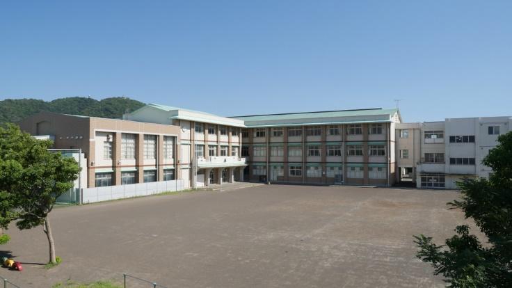 学校の校庭画像