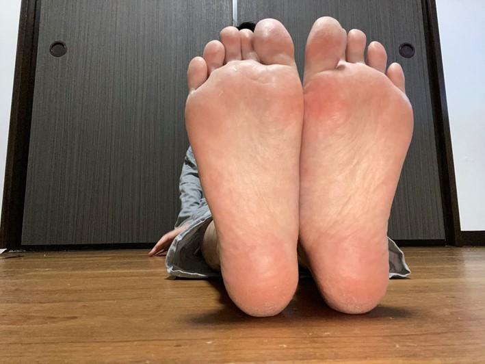 足刺激前の足裏(つるんとした感じ)画像