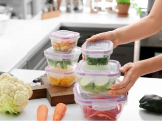 野菜を入れた保存容器