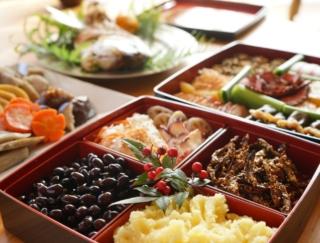 華やかなおせち料理にうきうき。ところで…炭水化物が多いおせち料理はどれ?~ダイエットに役立つ栄養クイズ~