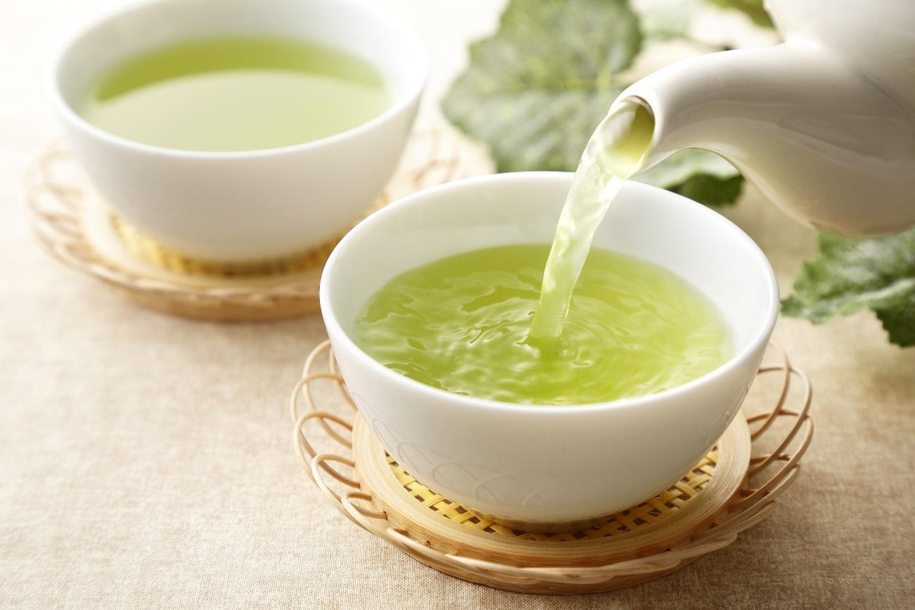 緑茶を淹れている様子