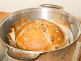 フライパン・炊飯器・無水鍋でパン作り! オーブンなしで美味しいパンを焼く方法