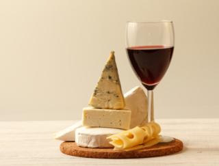 ワインとチーズで頭をシャープに! 認知機能の低下を遅らせる効果を海外研究で確認