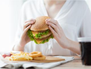 コンビニ食やファストフードにもかけるだけ! ダイエット効果抜群の米ぬかパウダーお手軽活用法