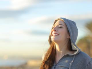 コロナ禍でも心をハッピーに保つには「意識」が大事? 海外研究からわかった4つのコツ