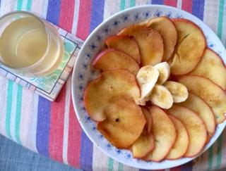 フライパンで焼くだけ、芯まで食べられる!? 「焼きりんご」で腸活朝ご飯 #Omezaトーク